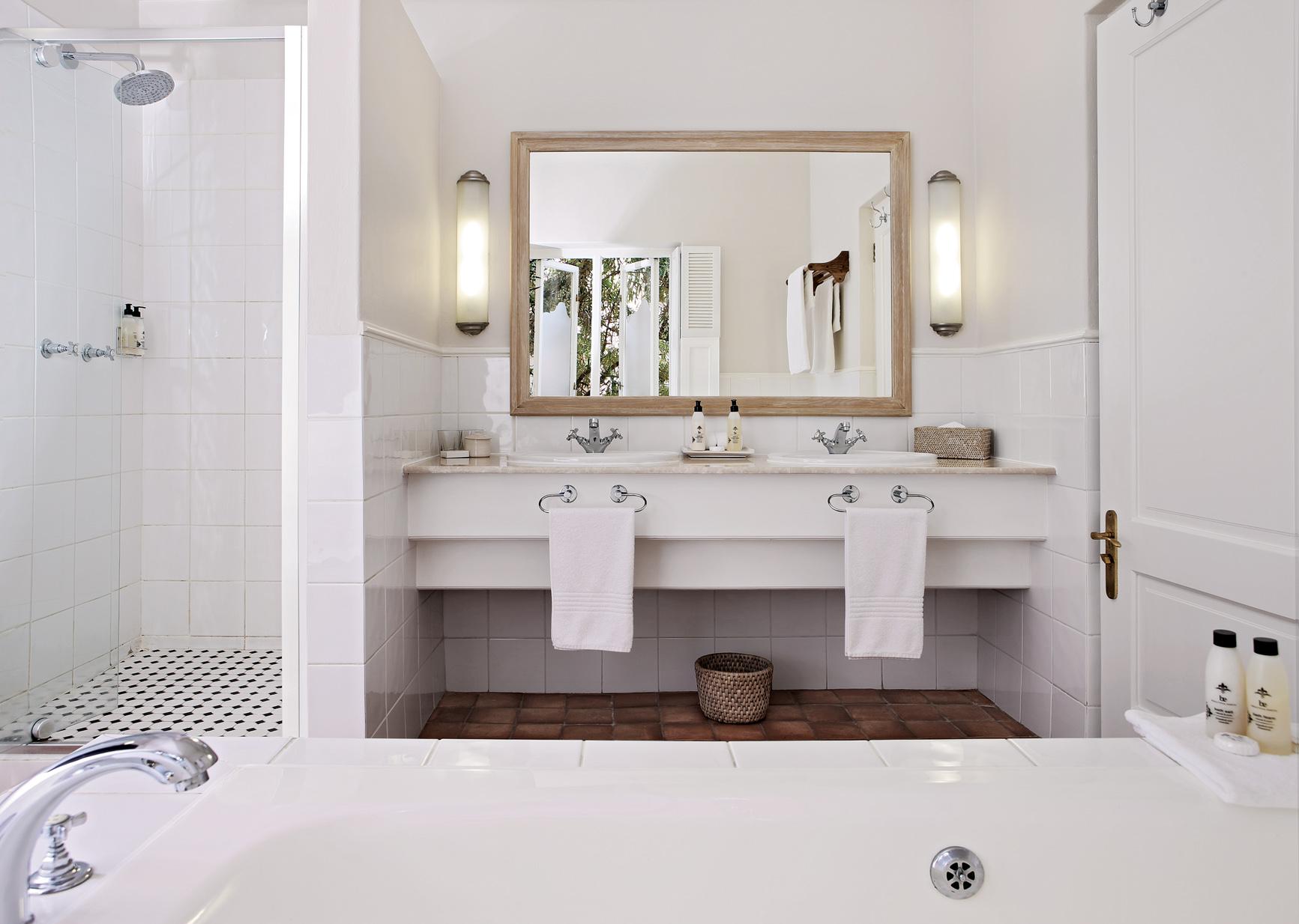 Hotel - Bathroom 1